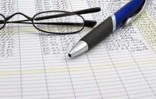 Ручка, очки и документы