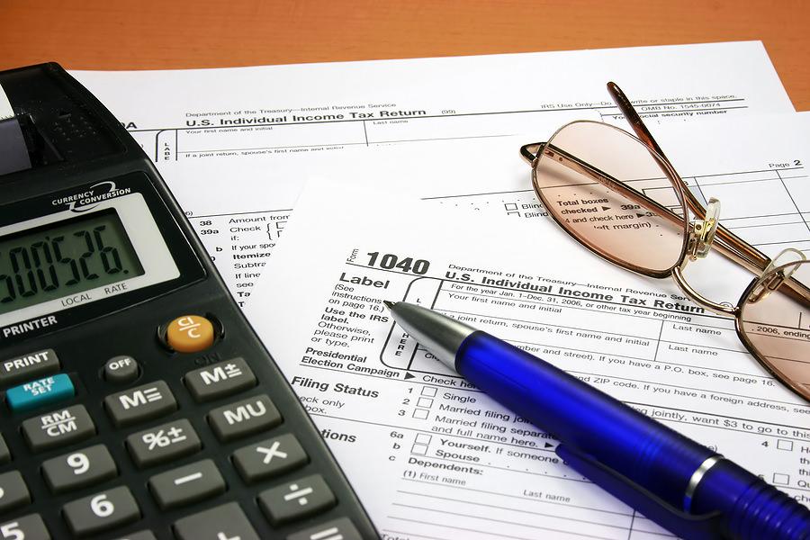 Калькулятор, ручка и документы