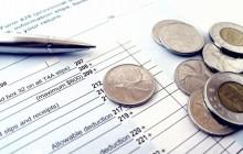 Монеты, документы и ручка