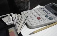 Калькулятор, деньги и блокнот